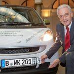 Ex-BMV Ramsauer bei der Vorstellung des neuen Wechselkennzeichens